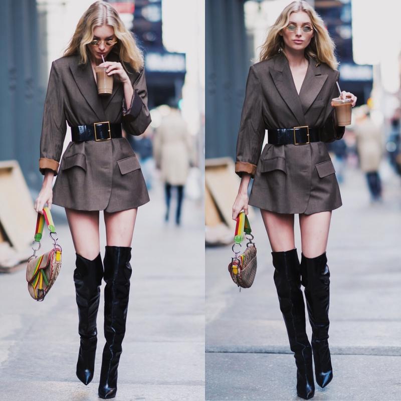 Vài tuần sau, người ta lại bắt gặp cô nàng xách chiếc túi này trên đường phố.