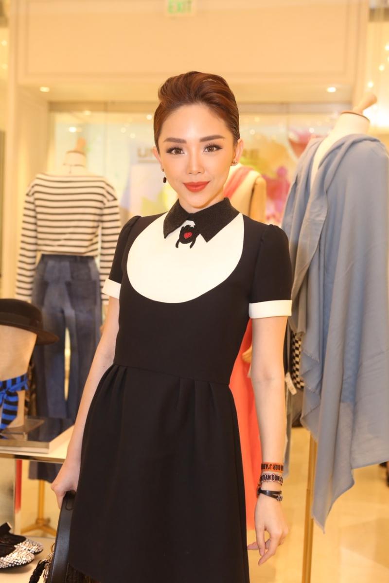 """Tóc Tiên """"hóa thân"""" thành quý cô cổ điển trong thiết kế đầm phối màu đen-trắng của Dior."""