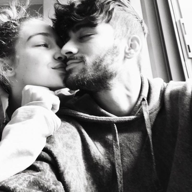"""Nếu theo dõi Instagram của cặp đôi""""Zigi""""thì bạn chắc chắn sẽ rất dễ dàng bắt gặp những khoảnh khắc đáng yêu nhưng bình dị của cặp ngôi sao. Cô không son phấn, anh không ăn mặc cầu kỳ hay mái tóc vuốt keo chỉn chu, cả hai đơn giản chỉ tận hưởng giây phút bên nhau một cách trọn vẹn như bao người yêu nhau bình thường khác"""