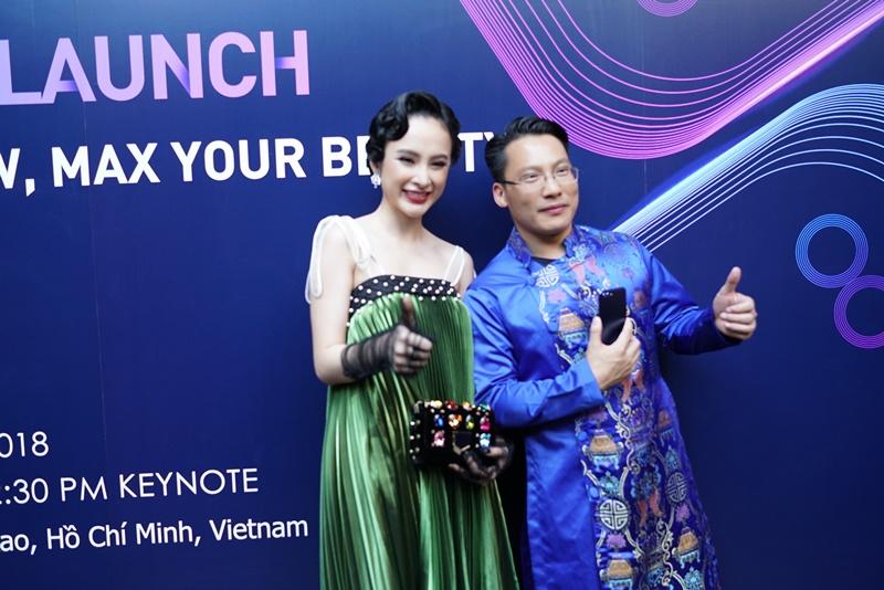Nữ diễn viên Angela Phương Trinh và ông Akin Li - Chủ tịch phụ trách khu vực Đông Nam Á của Honor