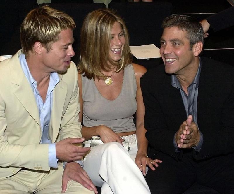 George Clooney (phải) rất thân với Brad Pitt và Jennifer Aniston.