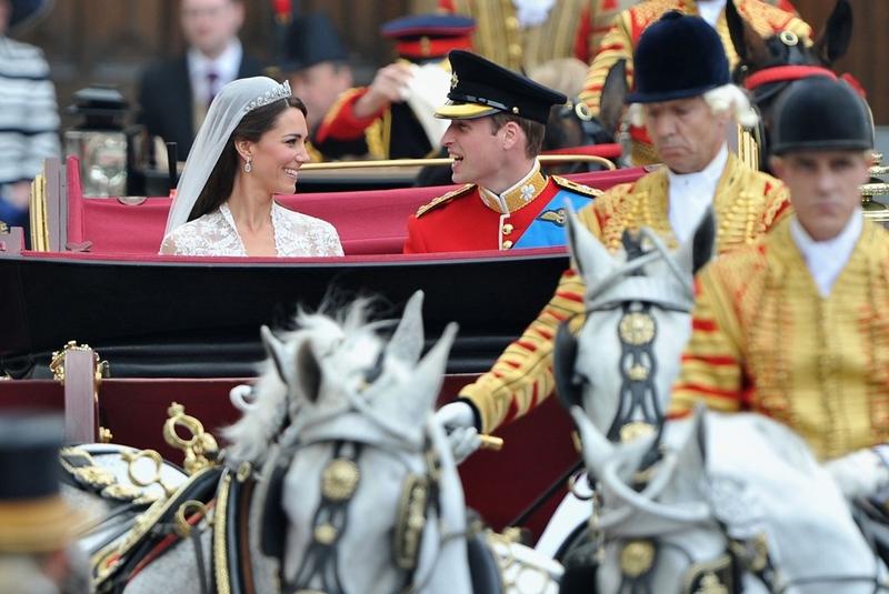 Cảnh sát Anh Scotland Yard cho biết, hơn 5.000 nhân viên được huy động để bảo vệ đám cưới và khoảng 1.000 người đứng gác giữa tu viện Westminster và cung điện Buckingham. Trong số 5.000 cảnh sát có 911 sỹ quan và họ được huy động để tạo thành bức tường thép với các hàng rào an ninh nghiêm mật nhằm ngăn chặn các cuộc tấn công khủng bố hay biểu tình phản đối.