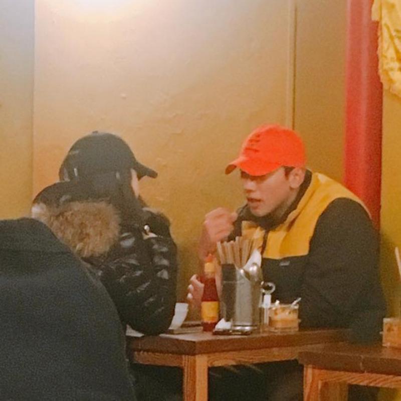 Cách đây không lâu, vợ chồng Bi Rain – Kim Tae Hee được bắt gặp đi ăn ở một nhà hàng Việt Nam tại Itaewon, Hàn Quốc. Người hâm mộ dự đoán cả hai đang dùng thử các món ăn trước khi lên đường sang Việt Nam du lịch vào tháng 6 tới.