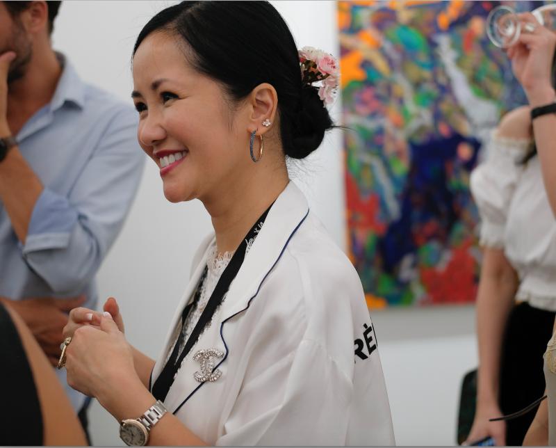 Diva Hồng Nhung vẫn giữ được vẻ tươi trẻ rạng ngời.