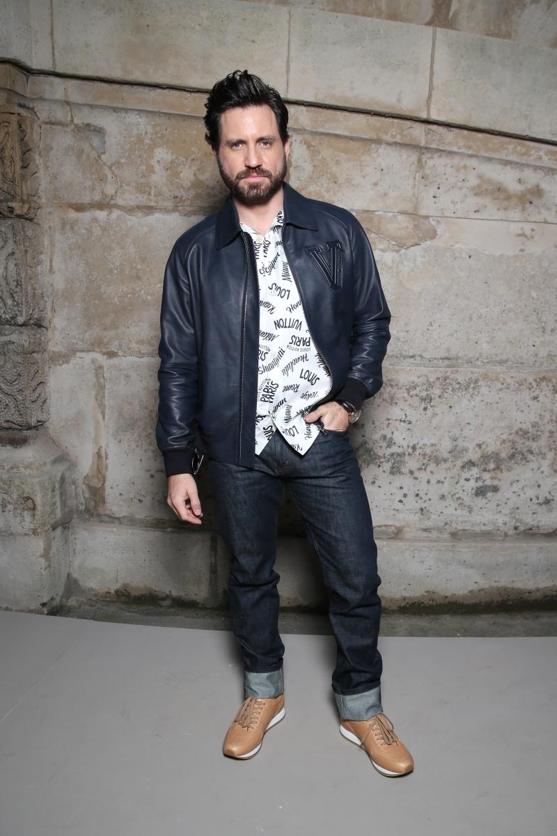 """Nam diễn viên người Venezuela Édgar Ramírez cũng có mặt tại sự kiện show Thu Đông 2018 của Louis Vuitton. Anh hiện đang xuất hiện trong series """"American Crime Story"""" với vai diễn NTK Gianni Versace."""