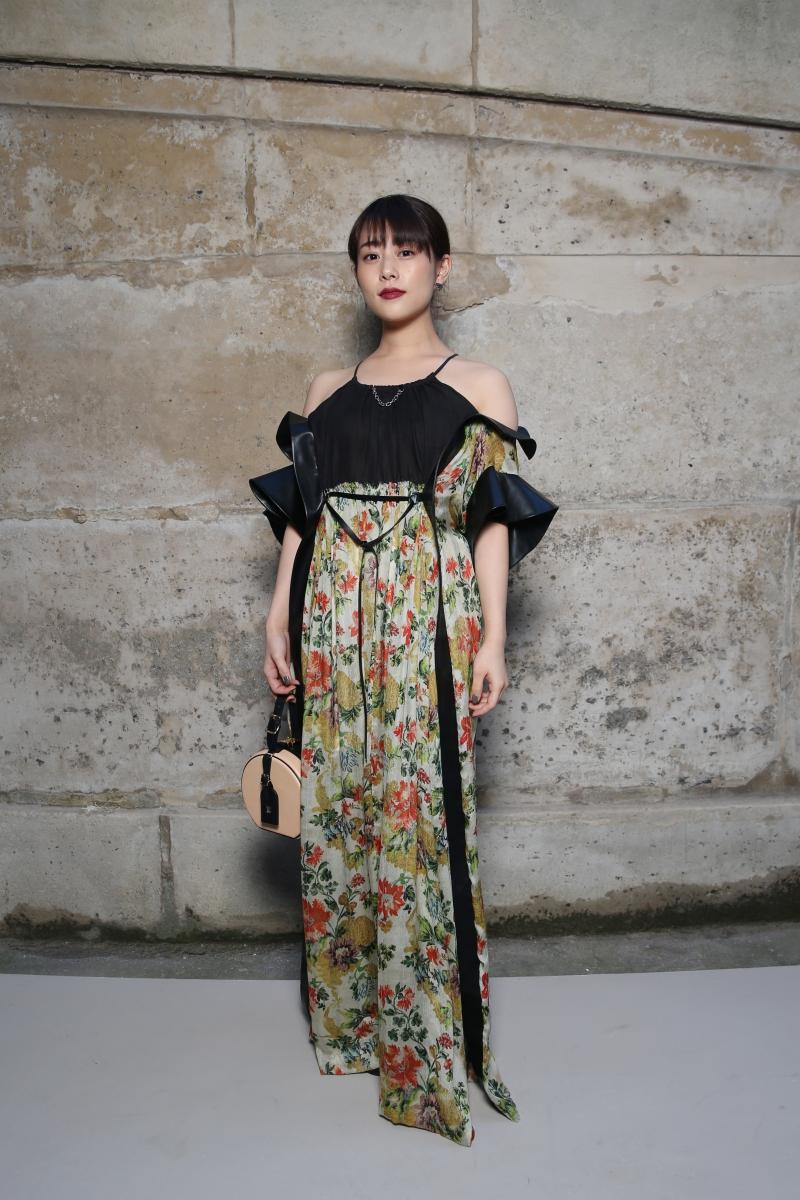 Nữ diễn viên Mitsuki Takahata - nữ hoàng trang bìa tại Nhật Bản trong năm 2016 - ấn tượng với vẻ nữ tính vừa cổ điển, vừa hiện đại.