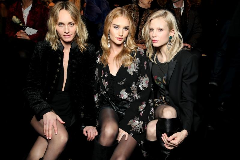 Từ trái qua: người mẫu, diễn viên Amber Valletta, cựu thiên thần Rosie Huntington và nữ diễn viên người Hà Lan Sylvia Hoeks