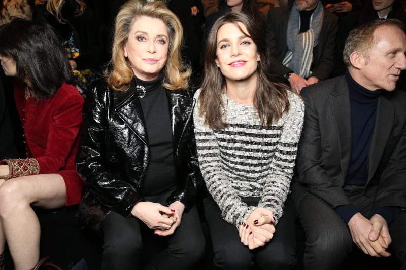 Nữ diễn viên gạo cội của Pháp Catherine Deneuve (trái) và Công chúa Monaco Charlotte Casiraghi.