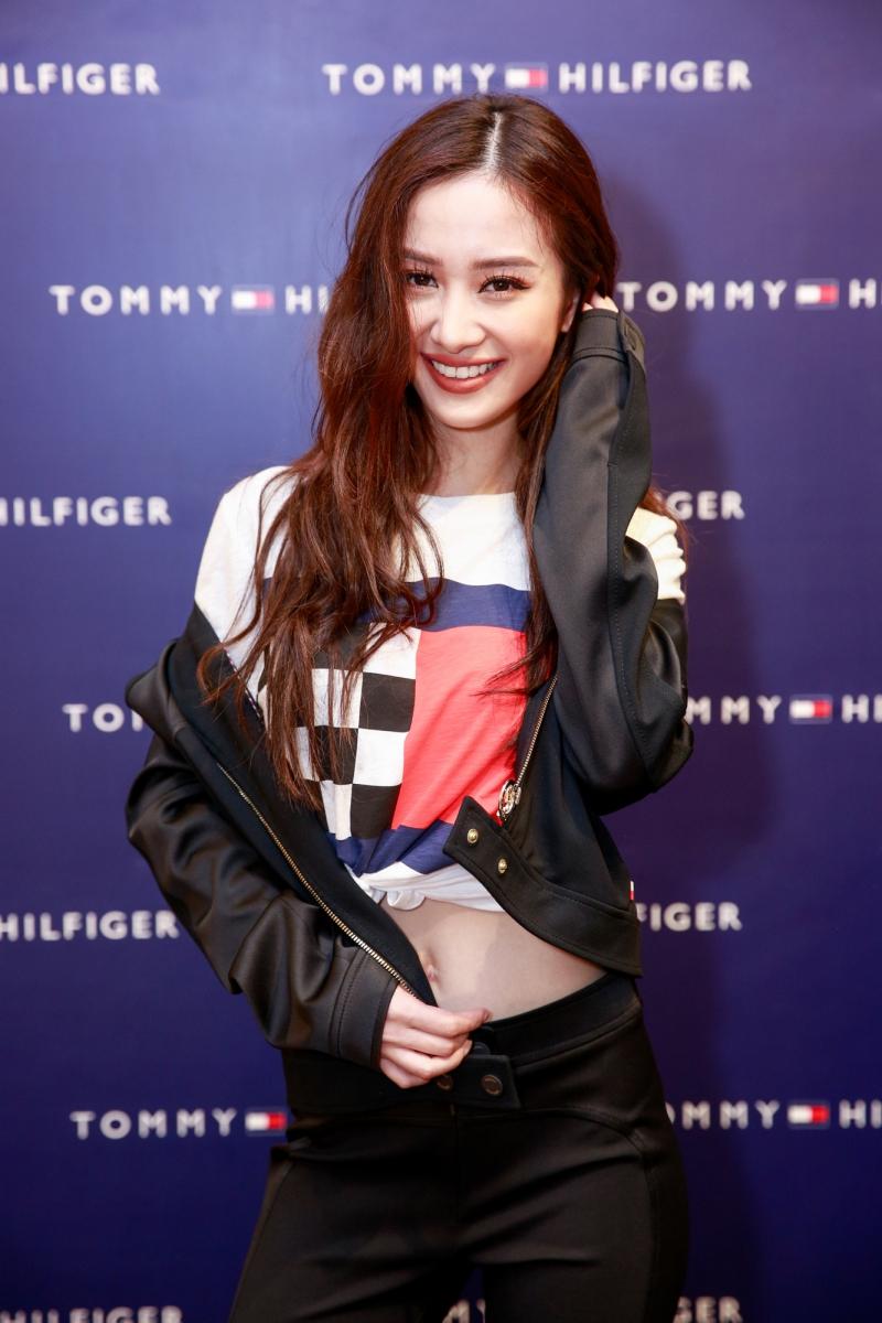 Jun Vũ gợi cảm và cá tính trong thiết kế mới thuộc BST Xuân Hè 2018 của Tommy Hilfiger.