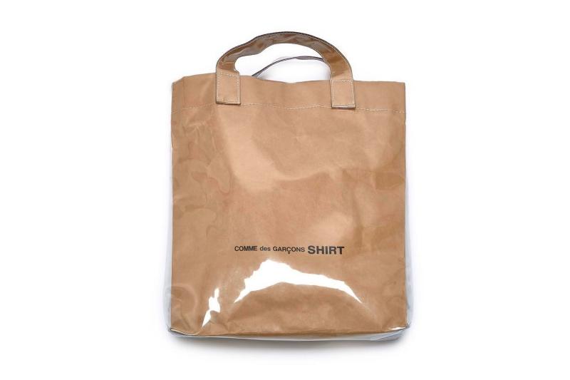 Tín đồ của thời trang đường phố cũng đang săn đón chiếc túi nhựa độc đáo này của Comme des Garcons.