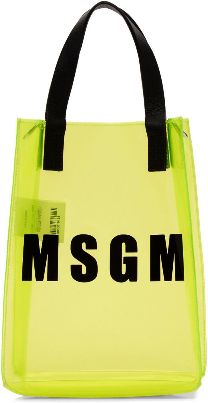 MSGM với mẫu túi trong suốt trên tông màu neon vô cùng bắt mắt.