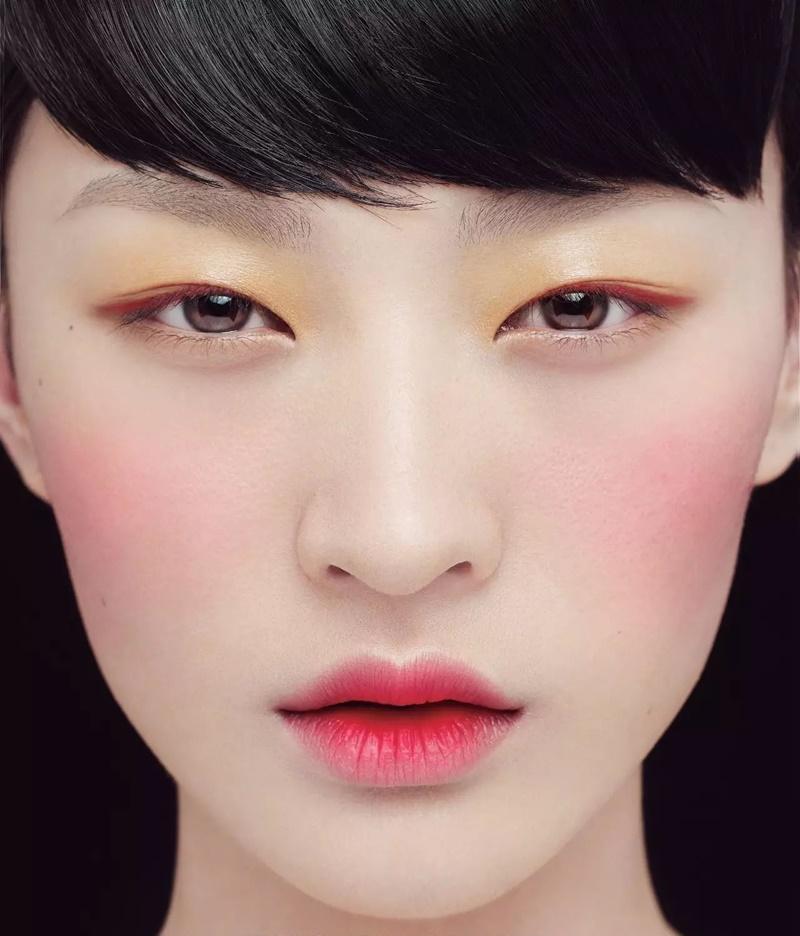 xu_huong_trang_diem_phan_mat_mau_vang_deponline1