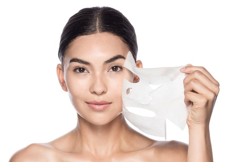 Gần như mỗi hãng mỹ phẩm đều có dòng mặt nạ giấy dành cho nhu cầu của từng làn da. Giá cả của chúng dao động từ 25.000VND - 500.000VND/ miếng