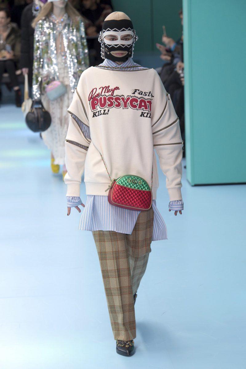 Nguyên bản bộ trang phục trên sàn diễn của Gucci.