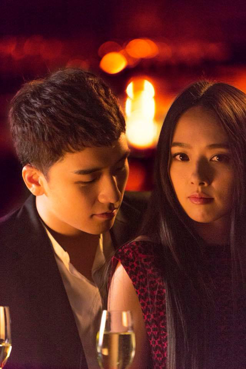 Seungri và bạn diễn Quách Bính Đình trong Chỉ Yêu Mình Em. Phim sẽ ra mắt vào giữa tháng 4 năm nay.