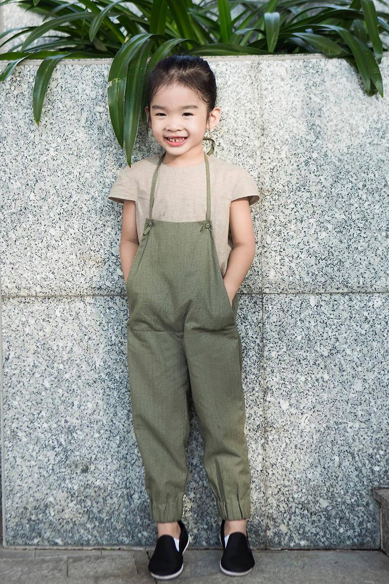 Giữ cho con hồn nhiên đúng tuổi là cách mà cựu siêu mẫu Xuân Lan hướng cho con gái, dù cô bé biết diễn mẫu từ khi còn rất nhỏ.