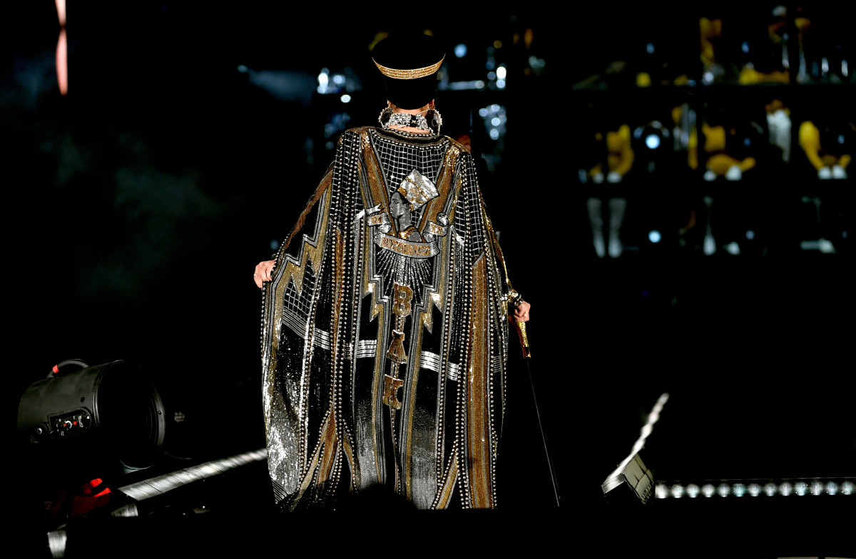 beyonce-coachella-performance-balmain-cape