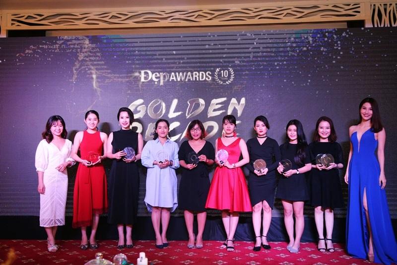 Bà Hương Thủy - Thư kí tòa soạn Tạp chí Đẹp, diễn viên Diễm My 9x cùng đại diện của các thương hiệu sở hữu sản phẩm được bình chọn nhiều nhất