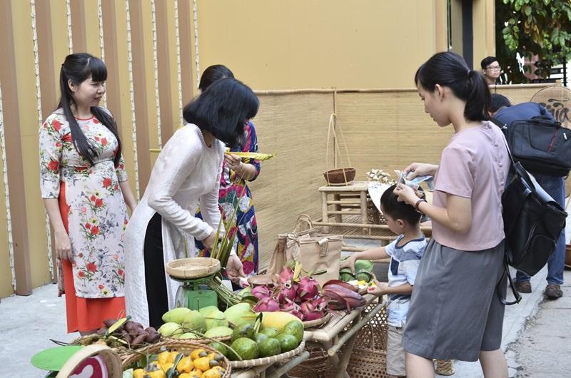 Mặc áo dài, đi chợ quê, tìm hiểu về hát xướng Nam Bộ giữa lòng Sài Gòn