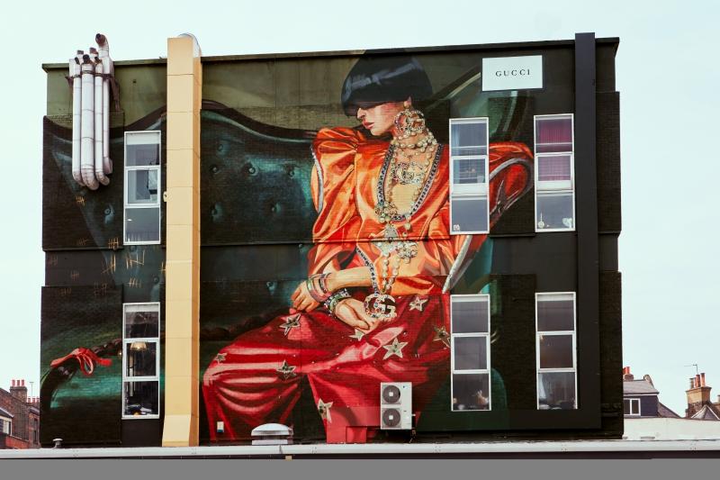 Bức tường Gucci Art Wall tại London với hình ảnh trong chiến dịch quảng cáo Xuân Hè 2018 được thực hiện bởi Ignasi Monreal.