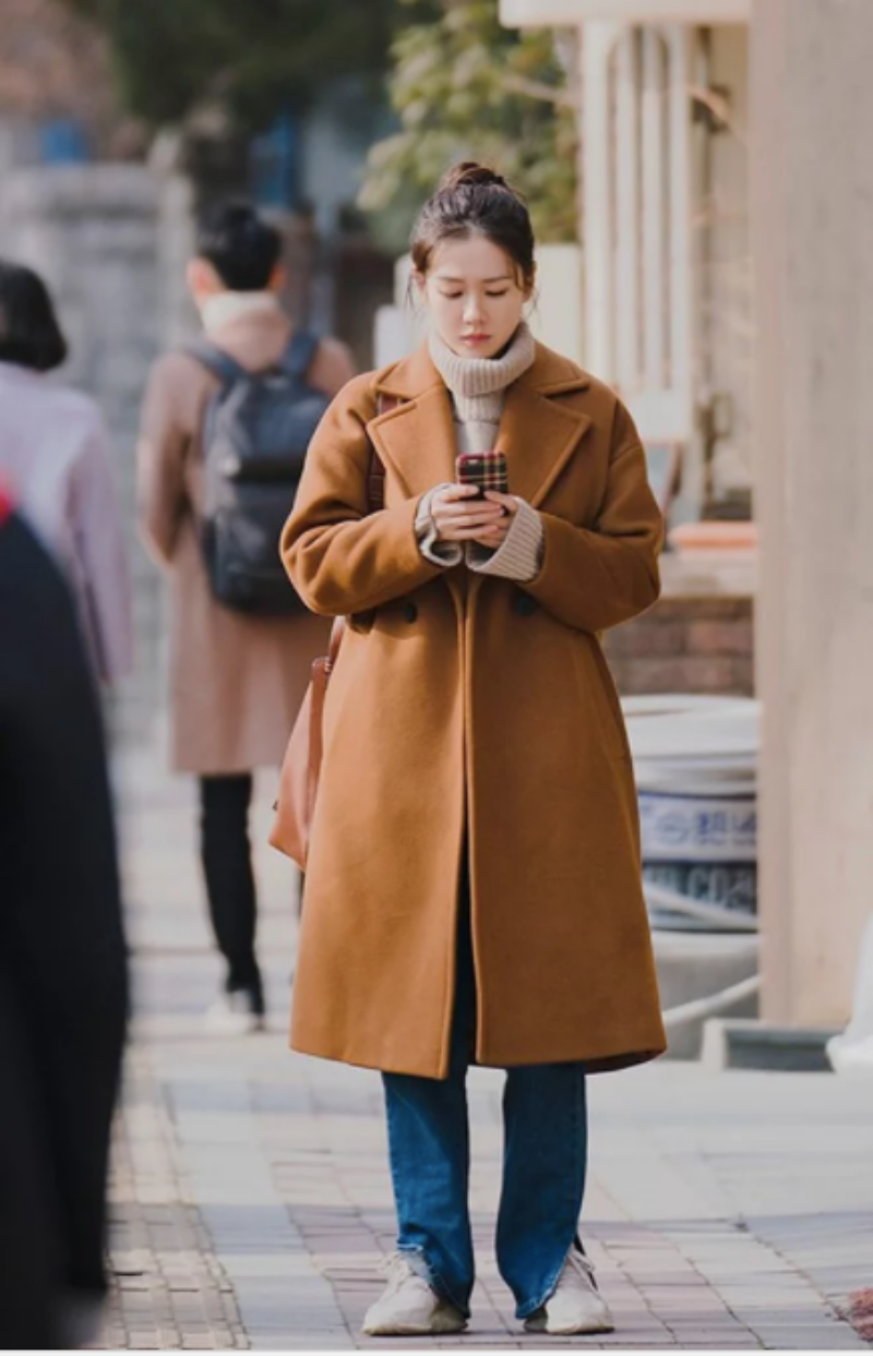 Áo khoác là món đồ không thể thiếu trong tiết trời lạnh ở Hàn Quốc.