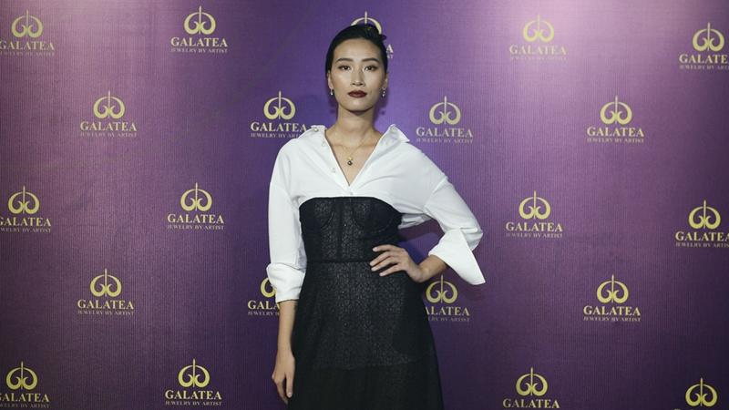 Quán quân Vietnam's Next Top Model Trang Khiếu khoe eo thon sau khi bí mật sinh con