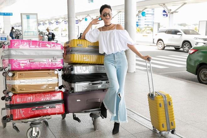 Học cách phối jeans trẻ trung như Hoa hậu H'Hen Niê