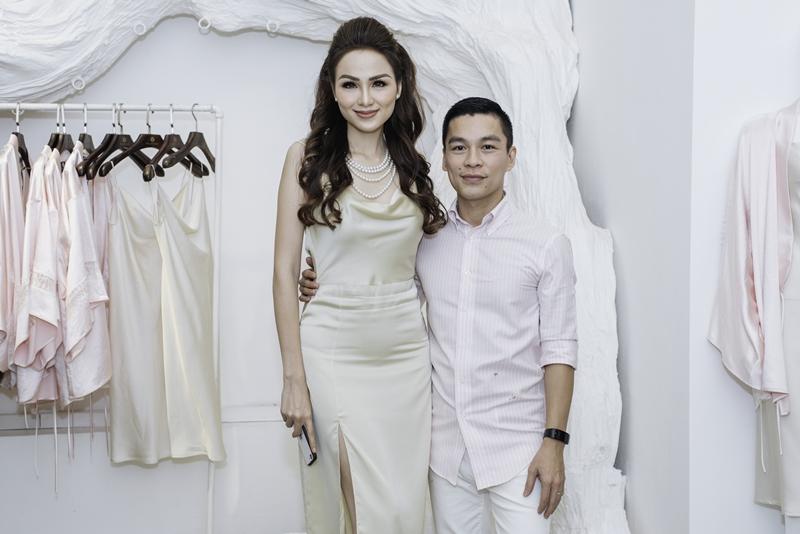 Hoa hậu Diễm Hương cũng có mặt chung vui cùng NTK Adrian Anh Tuấn