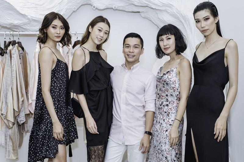 NTK Adrian Anh Tuấn và những người đẹp khách mời tham gia buổi ra mắt dòng sản phẩm mới Love Stories.