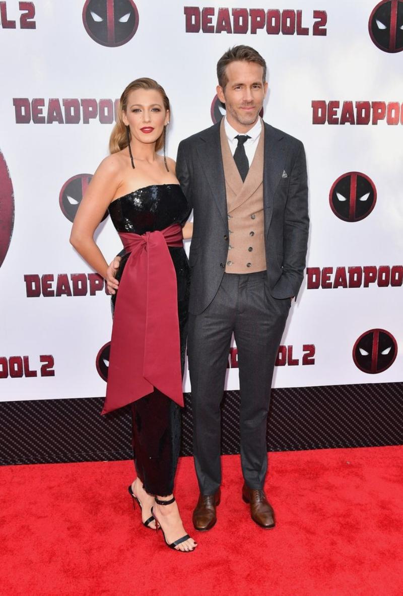 """Cặp đôi Blake Lively và Ryan Reynolds xuất hiện trên thảm đỏ sự kiện công chiếu """"Deadpool 2"""" tại New York."""