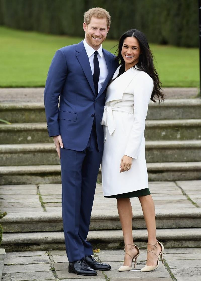 Harry và Meghan cũng sẽ tuân theotruyền thống, không gặp nhau vào đêm trước đám cưới của họ. Meghan sẽ qua đêm tại khách sạn Cliveden House ở Windsor cùng với mẹ cô,bàDoria Ragland.CònHarry sẽlưu trú tại Coworth Park với anh trai - Hoàng tử William.Cả hai khách sạn sẽ vẫn hoạt động bình thường, nhưng khách sẽ được sắp xếp rất xa phòng của Meghan và Hoàng tử Harry.
