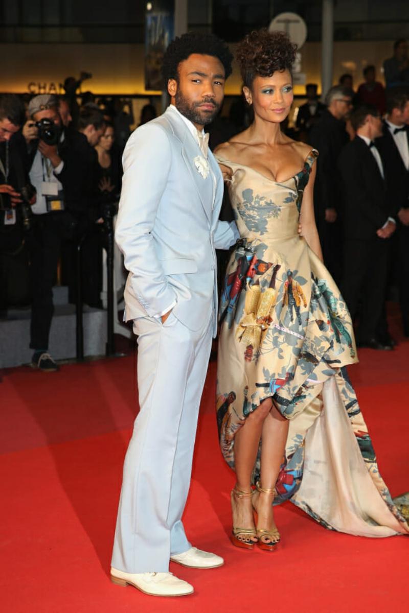 """Anh xuất hiện trên thảm đỏ cùng nữ diễn viên Thandie Newton là bạn diễn trong phim """"Solo: Star Wars ngoại truyện""""."""