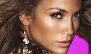 Sau nước hoa Glow, Jennifer Lopez đã lấn sân sản xuất cả mỹ phẩm với bộ sưu tập 70 món đồ trang điểm