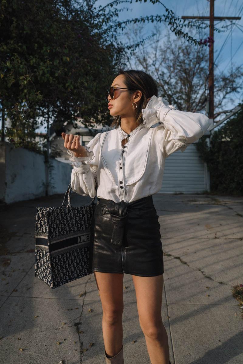 """Fashionista đình đám Aimee Song cũng """"mê đắm"""" chiếc túi xách có thể chứa đựng """"cả thế giới"""" này."""