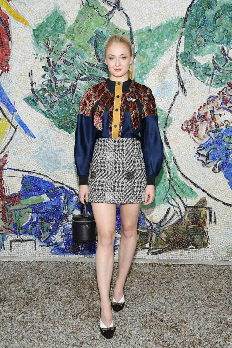 Sophie Turner - một gương mặt quen thuộc trong các chiến dịch quảng cáo của Louis Vuitton cũng có mặt.
