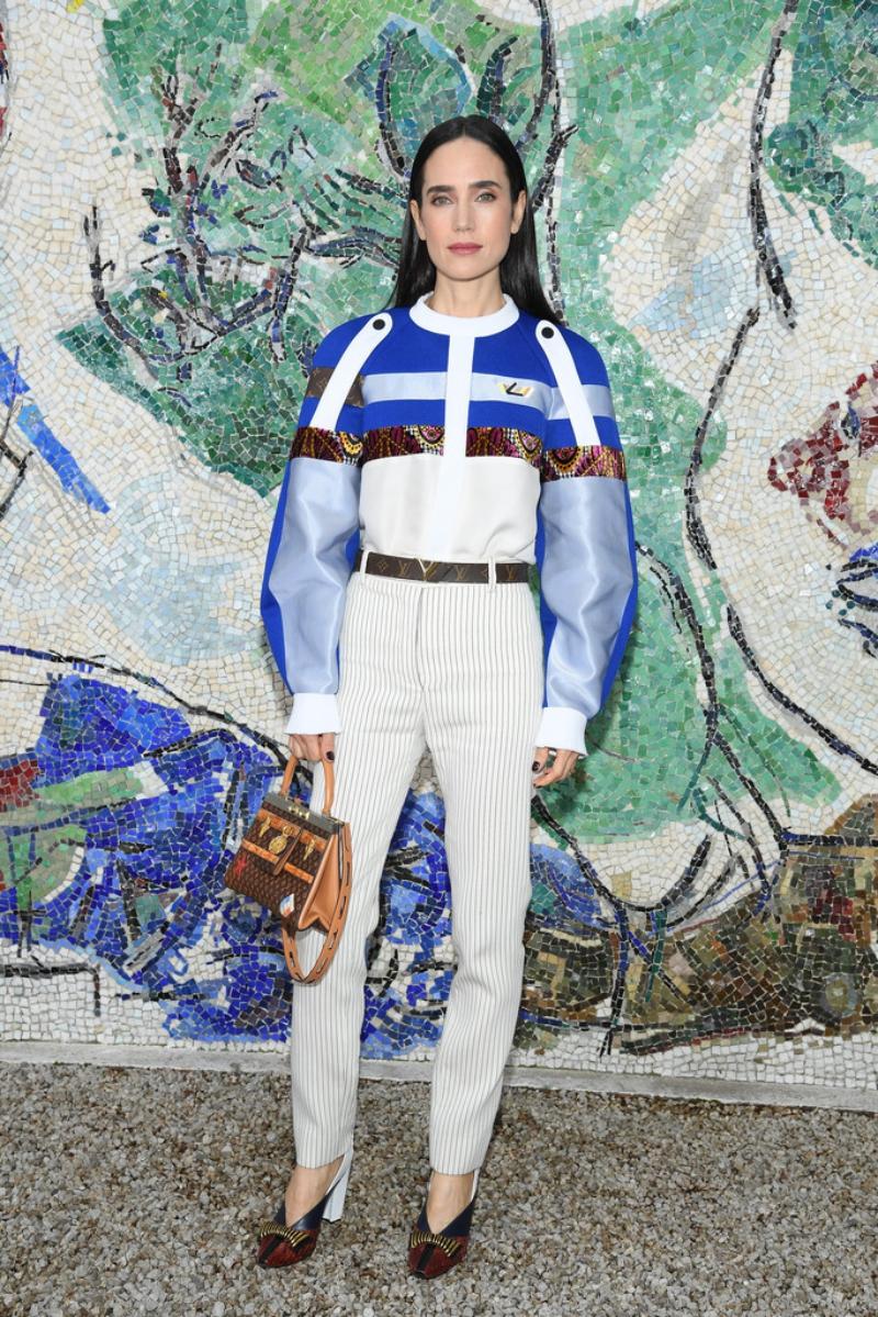 Diễn viên Jennifer Connelly là một người bạn rất thân của NTK Nicolas Ghesquière và cũng là một khách mời thường xuyên của Louis Vuitton.