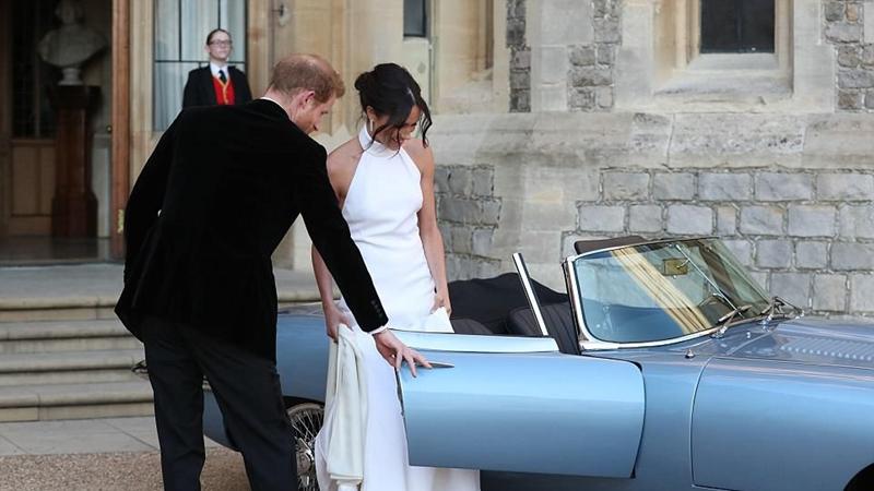 Không cần váy áo cầu kỳ, cô dâu Meghan Markle vẫn đẹp rạng ngời trong tiệc tối