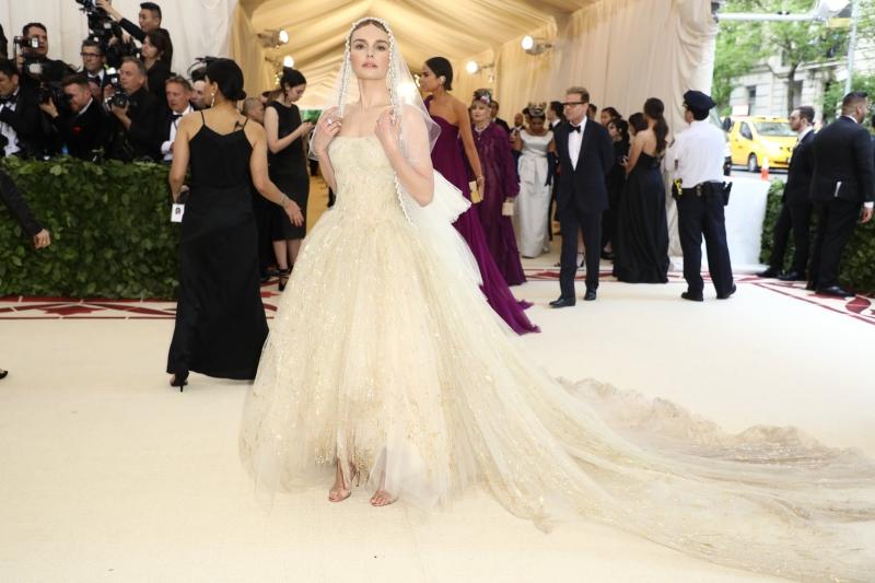 """Mong manh như một nữ thần, Kate Bosworth """"ghi điểm"""" với bộ trang phục của Oscar de la Renta."""