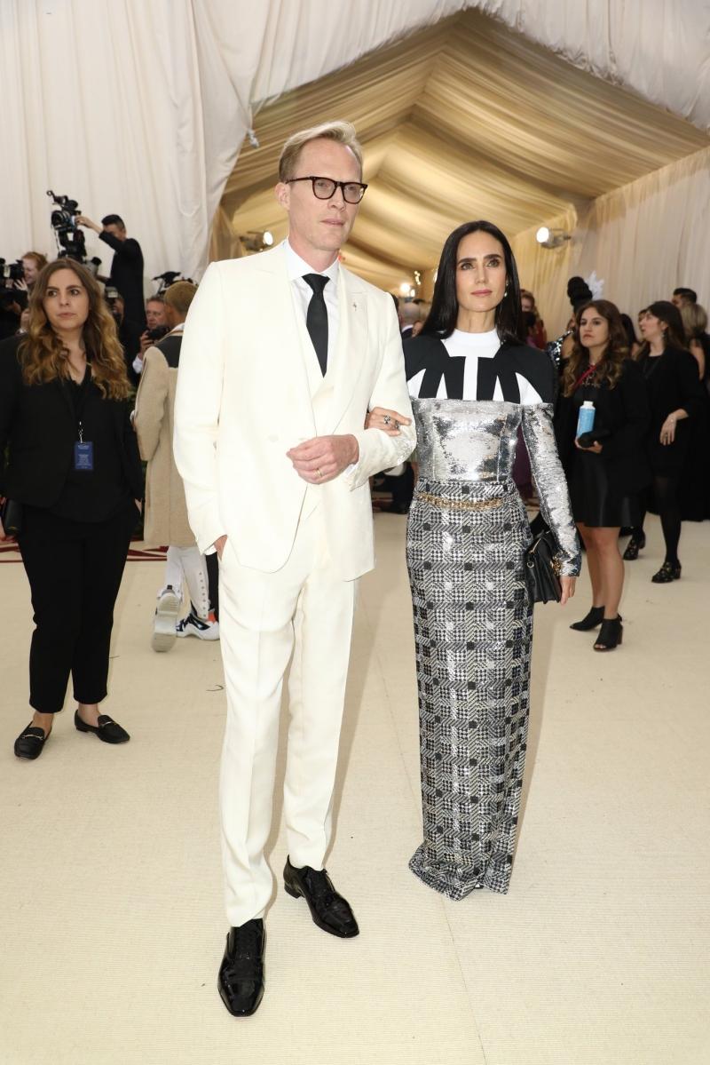 Nữ diễn viên Jennifer Connelly tiếp tục lựa chọn trang phục của Louis Vuitton được thiết kế bởi người bạn thân thiết là NTK Nicolas Ghesquiere - Giám đốc Sáng tạo của Louis Vuitton.