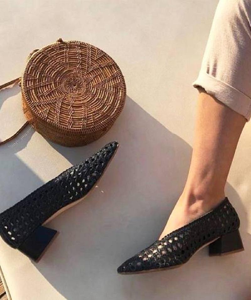 Giày cói Camille Charrière chính là sự lựa chọn hoàn hảo cho chuyến đi biển mùa hè năm nay của bạn.