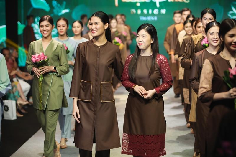 NTK Kim Ngọc - Thương hiệu Thời trang Phật tử Thiện Phát Design, chia sẻ rằng thiết kế trang phục Phật tử là một con đường hẹp và khó đi hơn các đồng nghiệp rất nhiều. Đổi lại, cô nhận được những giá trị tâm hồn khi phục vụ cho cộng đồng, xã hội và cho các Phật tử.