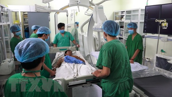 Đưa bệnh nhân nhồi máu cơ tim từ Trường Sa về đất liền phẫu thuật