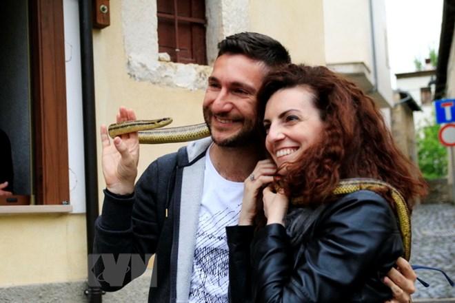 Sởn da gà với lễ hội rước rắn kỳ lạ trên đất nước Italy