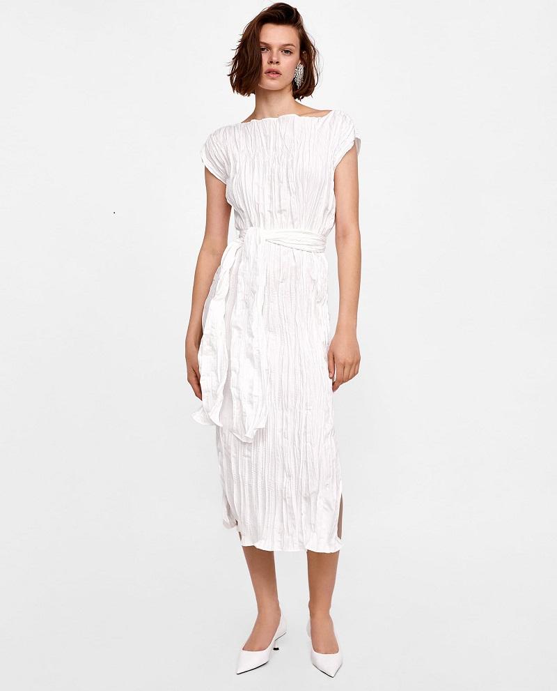 Không bao giờ lo nghĩ đến chuyện phải là váy trước khi đi làm chính là ưu điểm của chiếc váy phá cách tới từ Zara với mức giá vô cùng phù hợp.
