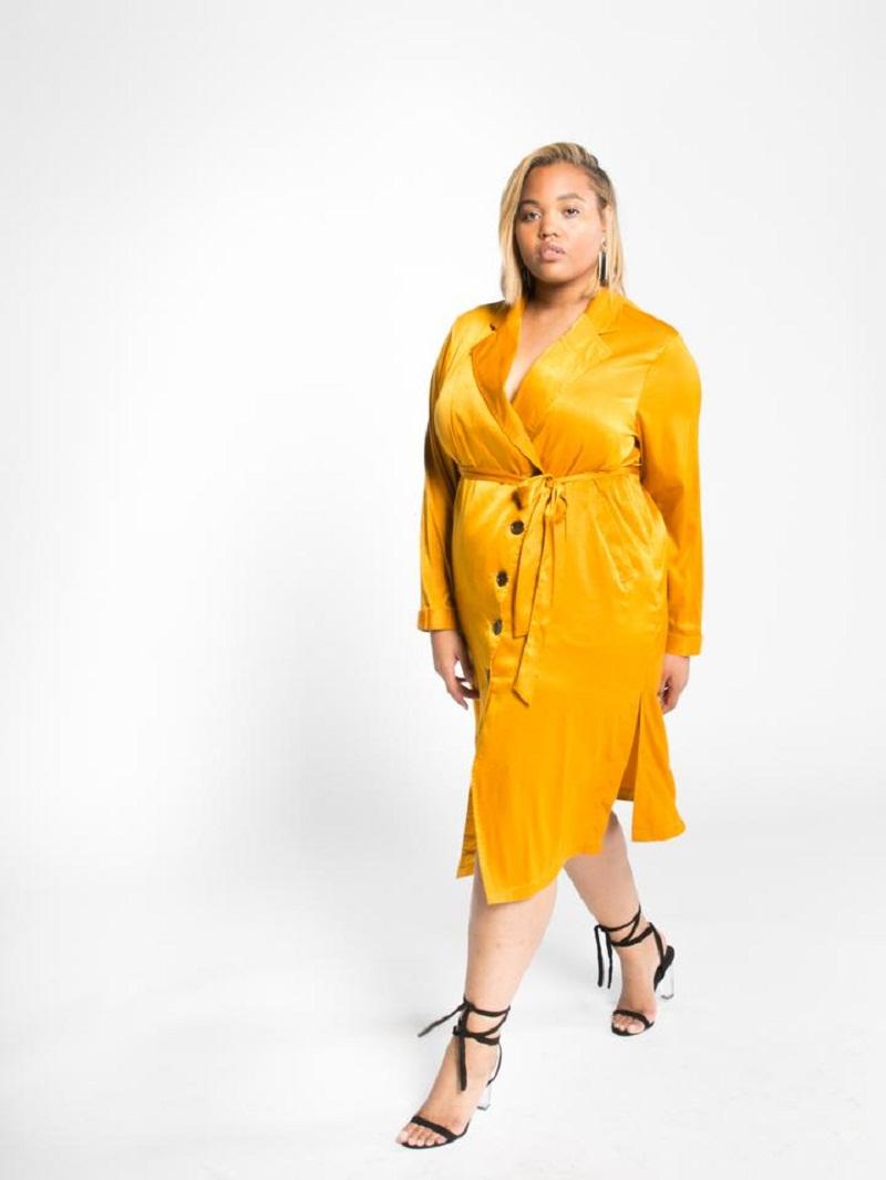 Chắc chắn không thể bỏ qua chiếc váy màu vàng như ánh dương chói lóa chất liệu satin mát lạnh của Premme chuẩn trend năm nay rồi.