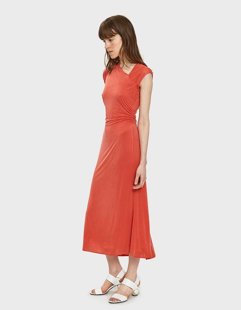 Stylist của Need Supply khuyên bạn nên kết hợp chiếc váy này với một đôi giầy cao gót màu trắng. (Nhưng chắc chắn với chiếc váy tuyệt đẹp của Rachel Comey này là bạn cần thêm một chiếc áo ngực.)