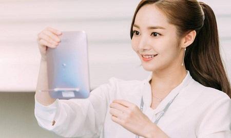 """""""Zoom"""" cận cảnh những món đồ dưỡng da của """"thư ký Kim"""" (Park Min Young)"""