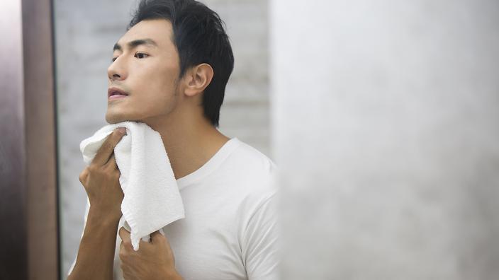 """Quy trình chăm sóc da mặt đơn giản giúp các chàng """"trẻ mãi không già"""""""