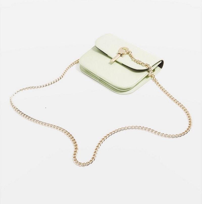 Với những bạn thích nhỏ gọn, tiện dụng có thể chọn chiếc túi mini của Topshop