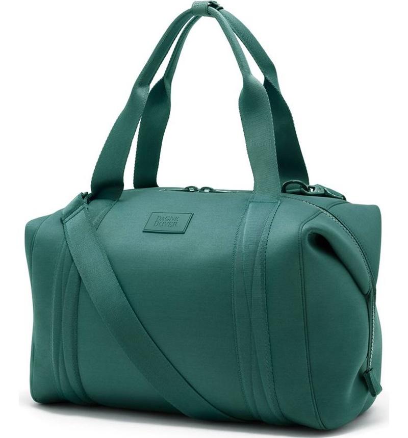 Thương hiệu Dagne Dover mang đến cho các nàng yêu màu xanh một lựa chọn vừa vặn, xinh xắn.